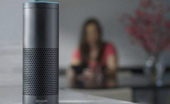 5 razones por los que introducir Alexa o Google Assistant en casa de nuestros abuelos