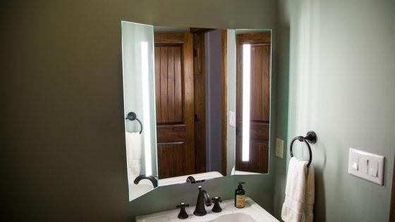 Espejo de lujo Kohler Verdera con soporte para Amazon Alexa