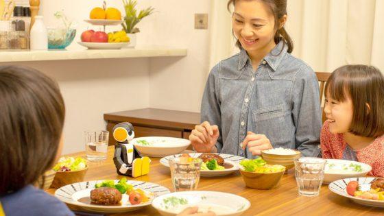 Sharp anuncia la nueva generación de su RoBoHon, el robot enfocado a los niños