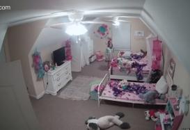 cámara Ring en una habitación de una niña de 8 años