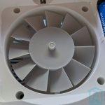 Vista del ventilador y pilas