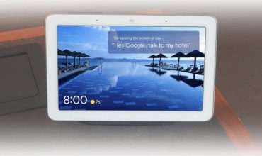 google nest hub en modo funcionamiento para las habitaciones de los hoteles